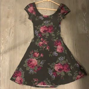 Flowy floral open back dress (tshirt material)